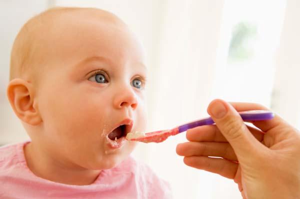 Xử lý khi trẻ bị ngộ độc thức ăn 1