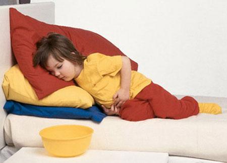 Sơ cứu khi bị ngộ độc thức ăn 1
