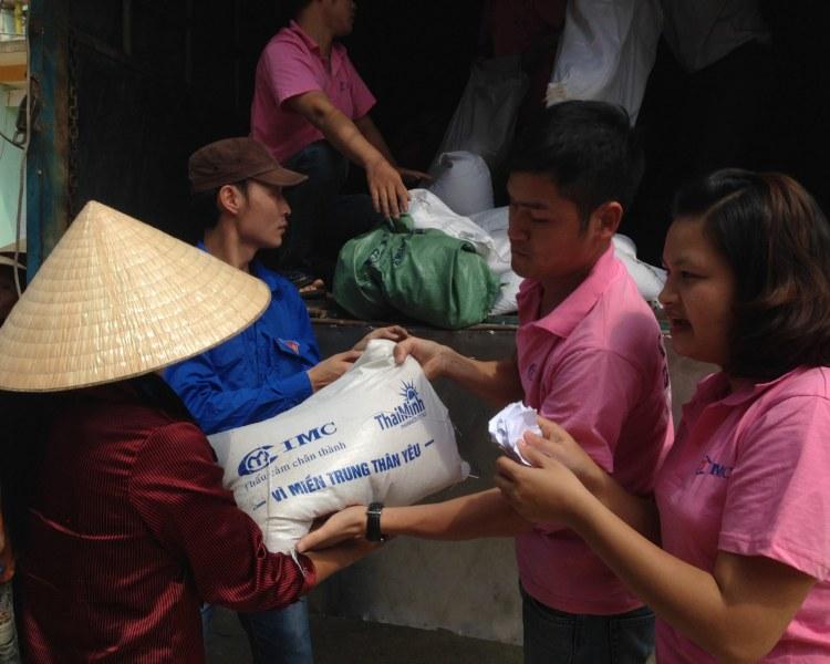 Thái Minh chung tay vì miền Trung thân yêu