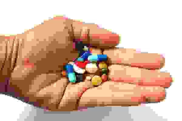 uống thuốc 2