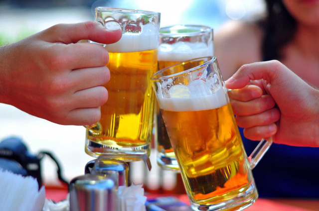 Tránh xa rượu bia 1