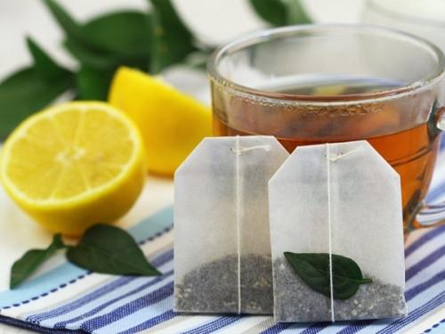 2. Chườm ấm bằng túi trà 1