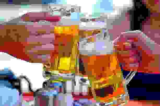 Rượu bia và thói quen ăn uống không điều độ chính là nguyên nhân khiến viêm đại tràng trở nên khó trị hơn