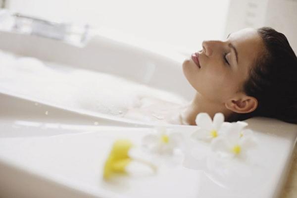 Tắm nước ấm trong bồn 1